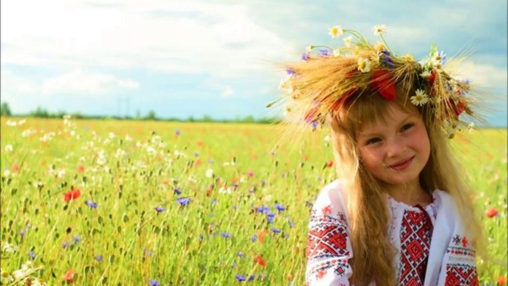 дівчинка у вишиванці