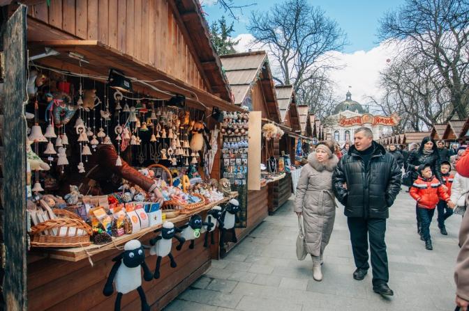 туристи на львівському ярмарку