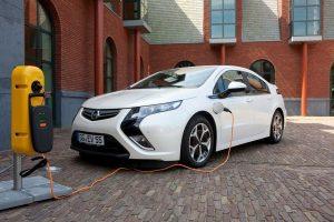 В Україні скасували ПДВ та акциз на електроавтомобілі