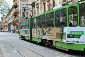 У Львові виник скандал з контролерами, які вигнали з трамвая двох дівчат: подробиці