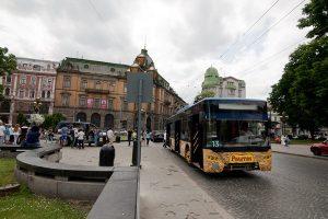 На проспекті Свободи облаштують смугу для руху тролейбуса