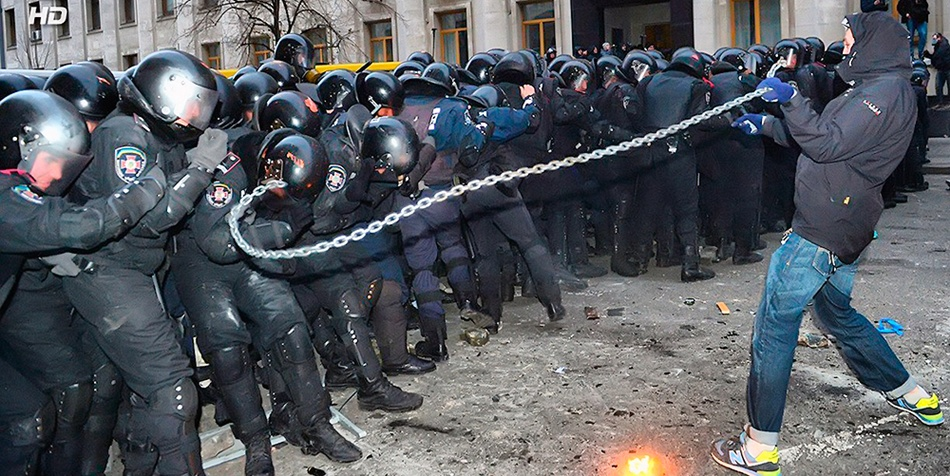 1 грудня штурм Адміністрації Президента. Фото REUTERS / Vasily Fedosenko.
