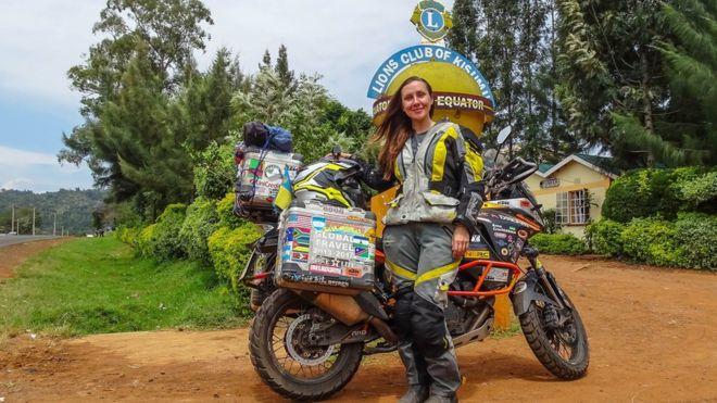 """Анна Гречишкіна: """"Звідки я беру гроші? У мене є два партнери, які забезпечують мотоцикл і страхування життя. Решту збираю сама: видала фотокнигу подорожі, збираю гроші, вигадую проекти"""""""