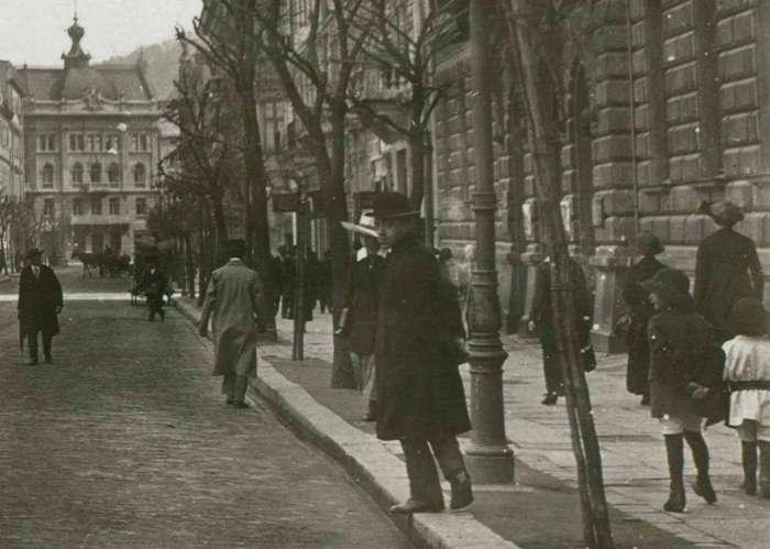 На нин. вул. Сіових Стрільців. Фото 1925 року