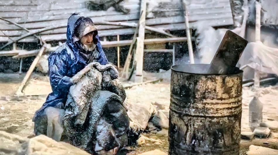 9 грудня, заметений снігом мітингувальник на Майдані. Фото з сайту rian.com.ua