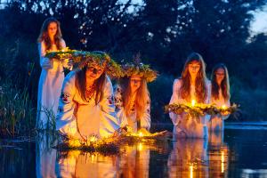 24 традиції України, які вас шокують