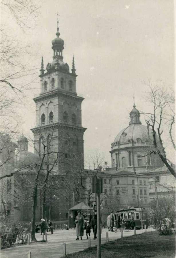 Прогулянка нин. вулицею Підвальна. Фото до 1939 року