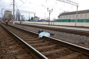 На Львівщині потяг смертельно травмував молоду дівчину