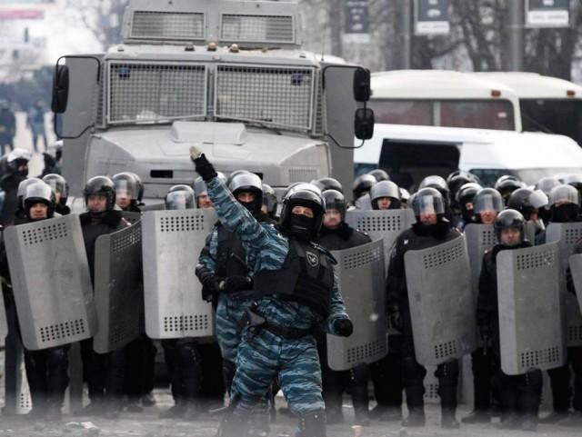 20 січня, силовики йдуть в атаку. Фото з сайту lenta-ua.net.