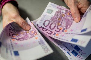 Українці, які отримують гроші з-за кордону , мають віддати державі майже 20%