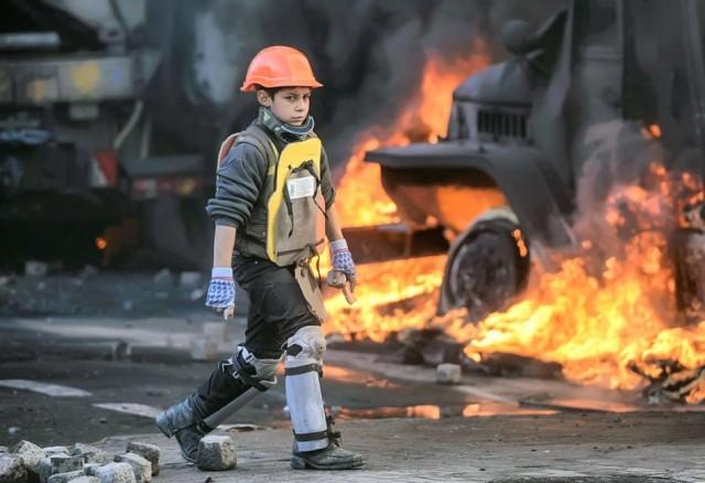 24 січня, дитина на Грушевського. Фото Reuters.