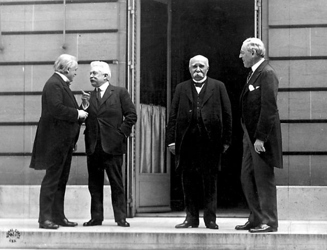 Лідери держав Антанти (Італія, Англія, Франція та Британія). В їхніх руках перебувала доля Європи після І світової війни. Третій зліва – Жорж Клемансо (1919 р.).