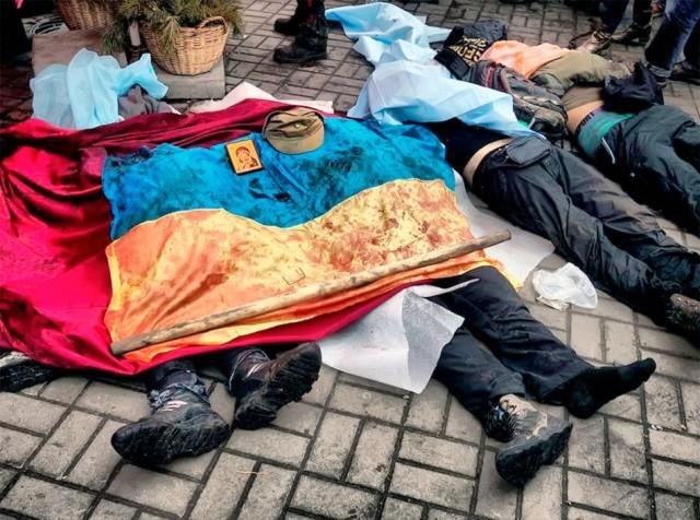 20 лютого, просочений кров'ю український прапор. Фото Jerome Sessini.
