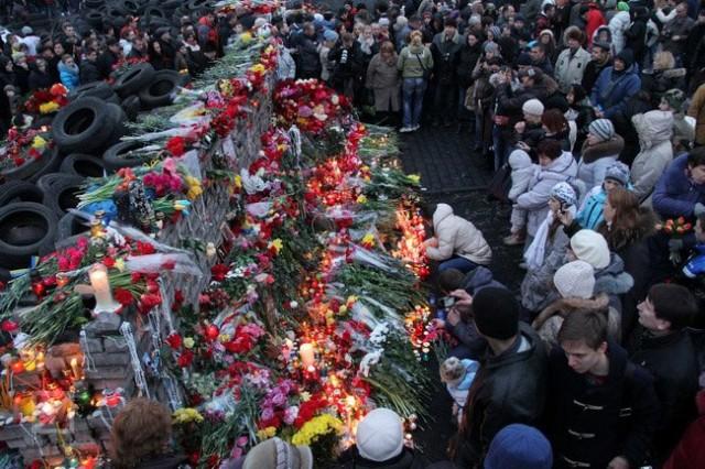 23 лютого, квіти Небесній сотні. Фото Віктор Гурняк, Insider