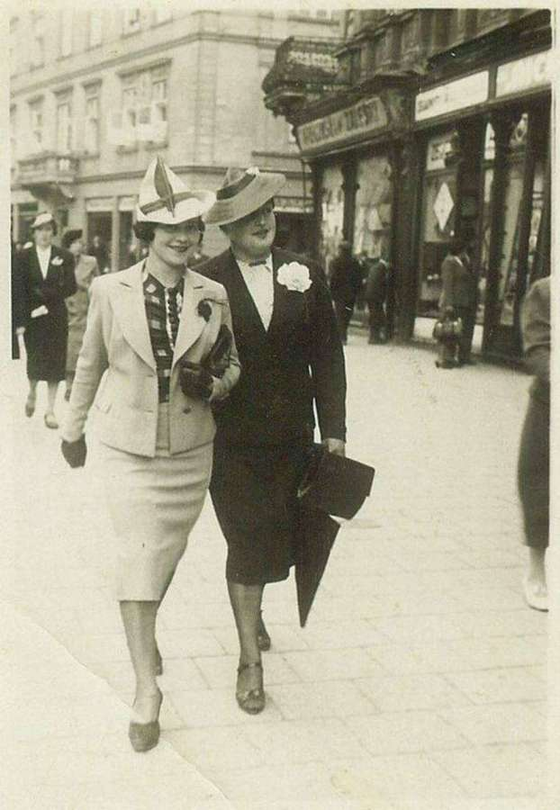 Панянки на нин пр-ті Шевченка. Фото до 1939 року