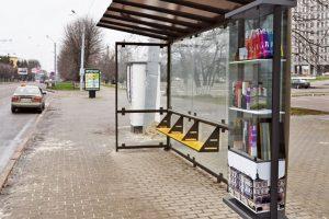 У Львові п'яний розтрощив автобусну зупинку