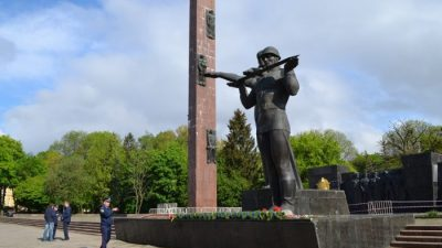 Від Андрія Садового вимагають зберегти Монумент Слави на Стрийській