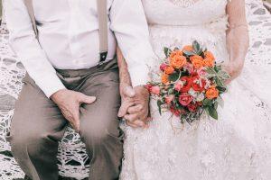 Так виглядає справжнє кохання: Пара влаштувала весільну фотосесію після 60 років спільного життя