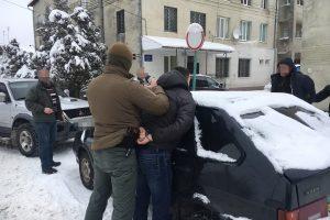 На Львівщині капітана поліції впіймали на хабарі (фото)