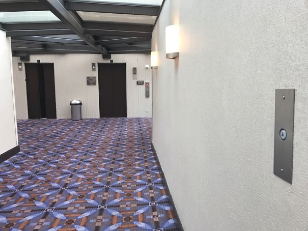 8. Кнопка виклику знаходиться в декількох метрах від ліфта, щоб двері були відчинені, коли ви підійдете до них.