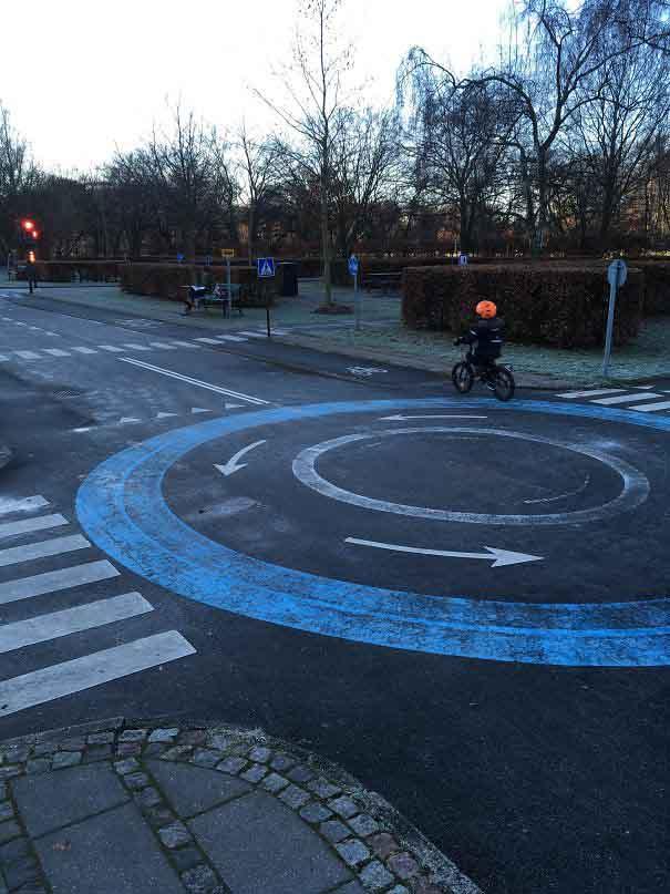 13. Дитячий велосипедний майданчик в Копенгагені, де діти можуть навчитися правил дорожнього руху, перш ніж виїжджати в місто.