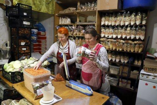 Леся Оголєва та Ольга Карвацька
