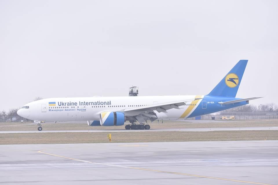 найбільший в Україні пасажирський літак Boeing 777