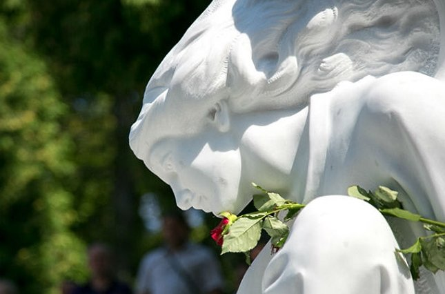пам'ятник на могилі Ігоря Білозіра на Личаківському кладовищі