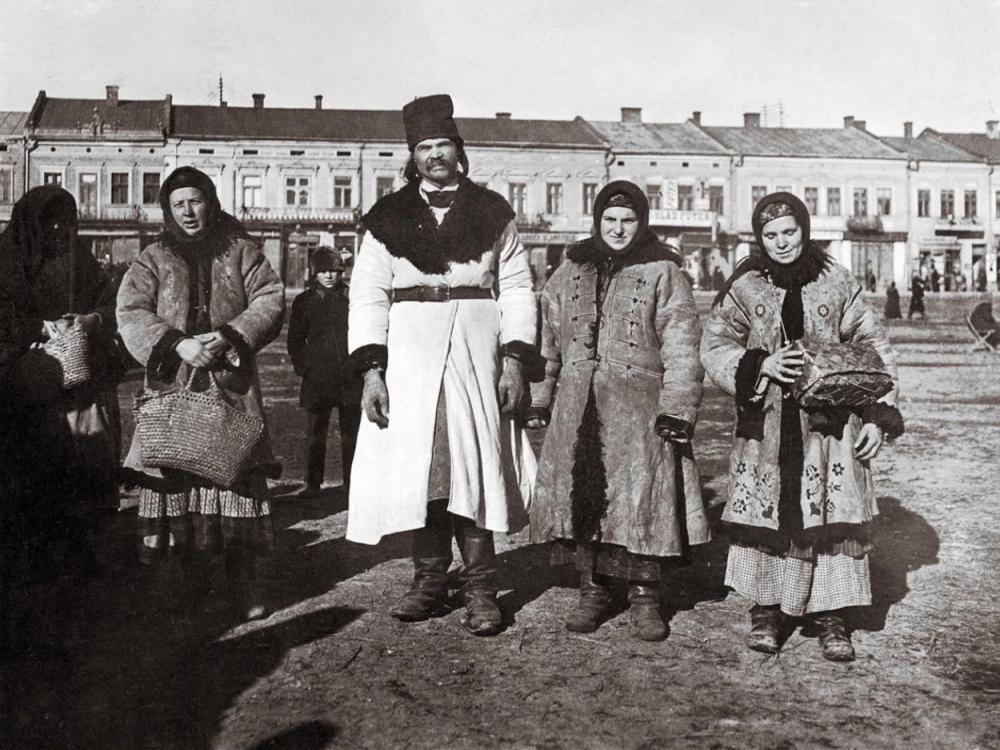 Прикарпатці 1920-их років на світлинах німецького колекціонера