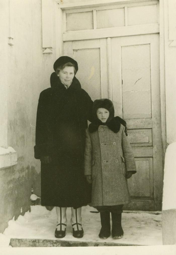 З Мамою в Радехові. Початок 1960-их років