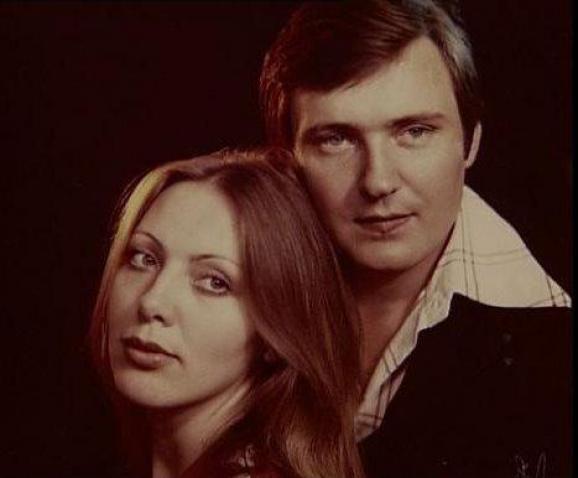 Володимир Івасюк з Тетяною Жуковою - жінкою, з якою планував одружитися. Тетяна таємничо щезла після загибелі Володимира і не виходила відтоді на зв'язок