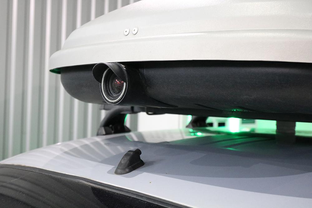 Камера встановлена на даху автомобіля