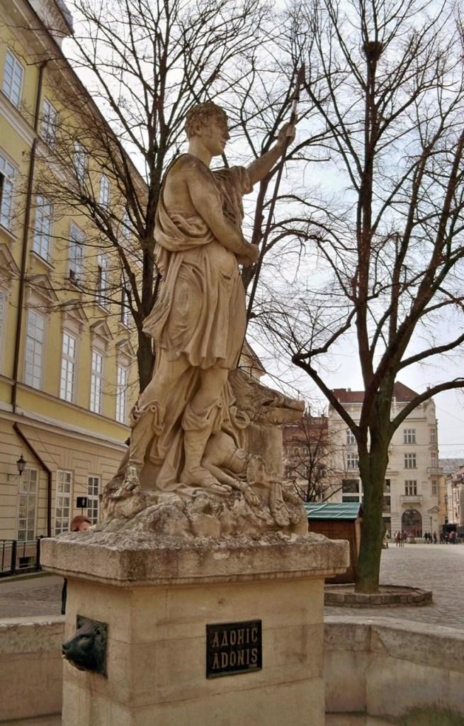 Сучасний вигляд скульптури на фонтані «Адоніс».