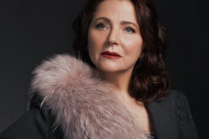 Краса, непідвладна часу: до свого 70-річчя Ніна Матвієко знялась у стильній фотосесії (фото)