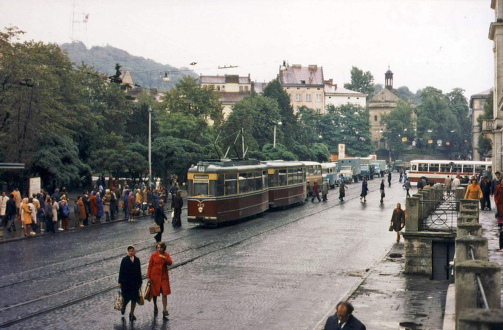 Дивлячись на це фото 1978 року важко не дивуватися тому, наскільки зеленим було місце, окуповане тепер ринком Добробут.
