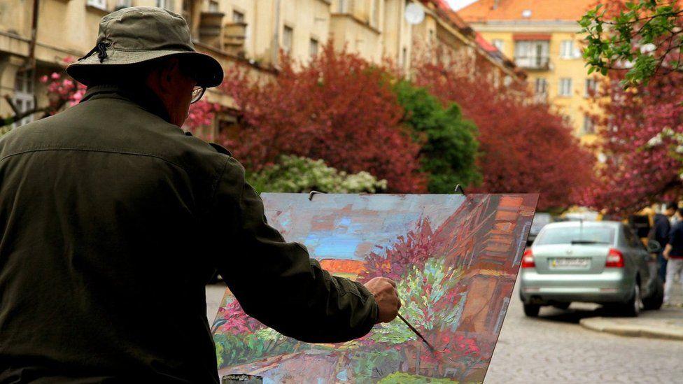 В Ужгороді зацвіла сакура (фото)