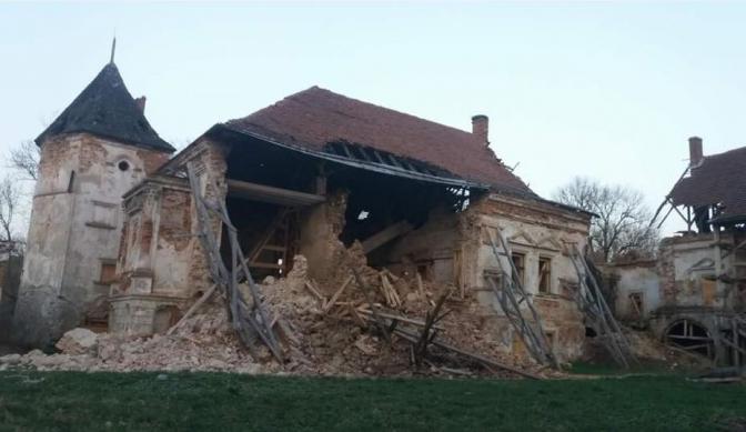 Поморянський замок обвалилася стіна