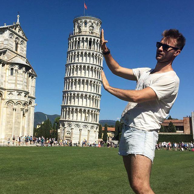 На фото: Пізанська вежа в Італії.