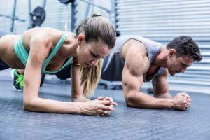 """7 дивовижних речей, які робить з нашим тілом щоденна """"планка"""""""