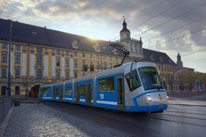 У громадському транспорті Вроцлава тепер обслуговують на українському