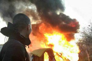 Радикальна молодь спалила табір ромів на Лисій горі у Києві (фото)