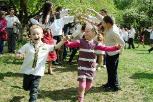 Гаївки та 30-кілограмова паска: львів'ян запрошують у Шевченківський гай на Великодній фестиваль
