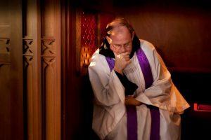 На Львівщині священика позбавили сану за порушення таємниці сповіді