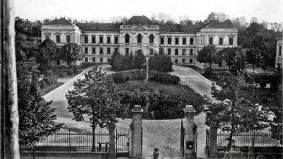 Перші 100 років в історії Львівського медичного університету