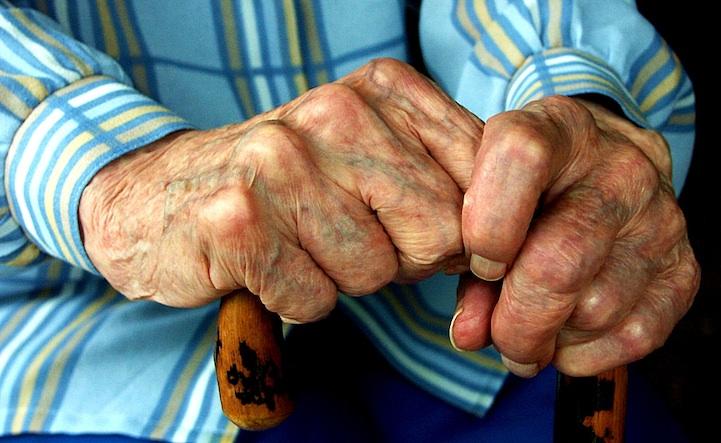 руки трость