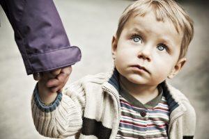 Патрульні Львова затримали чоловіка, який чіплявся до дитини. Фото