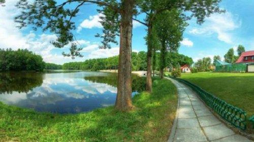 Озеро у готельному комплексі «Гранд Резорт» (фото IGOtoWorld.com)