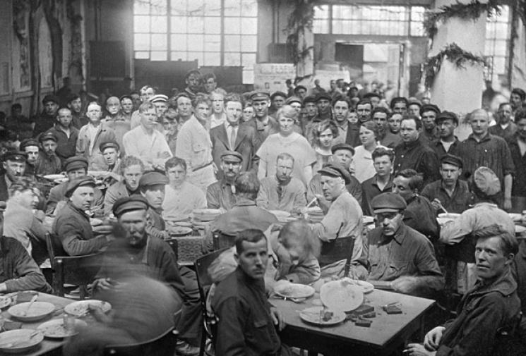 Їдальня заводу АМО, 1925 рік