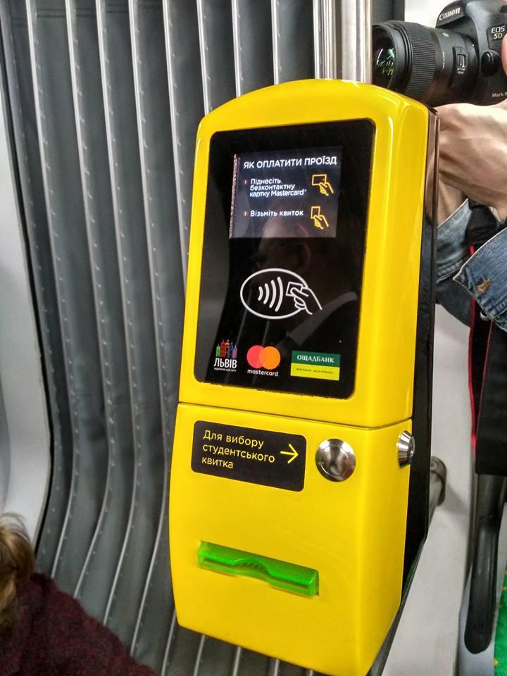 У Львові трамваї обладнали технологією безконтактної оплати проїзду