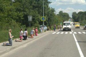 Мешканці Яворівщини на колінах зустріли тіло 22-річного бійця, який загинув на сході